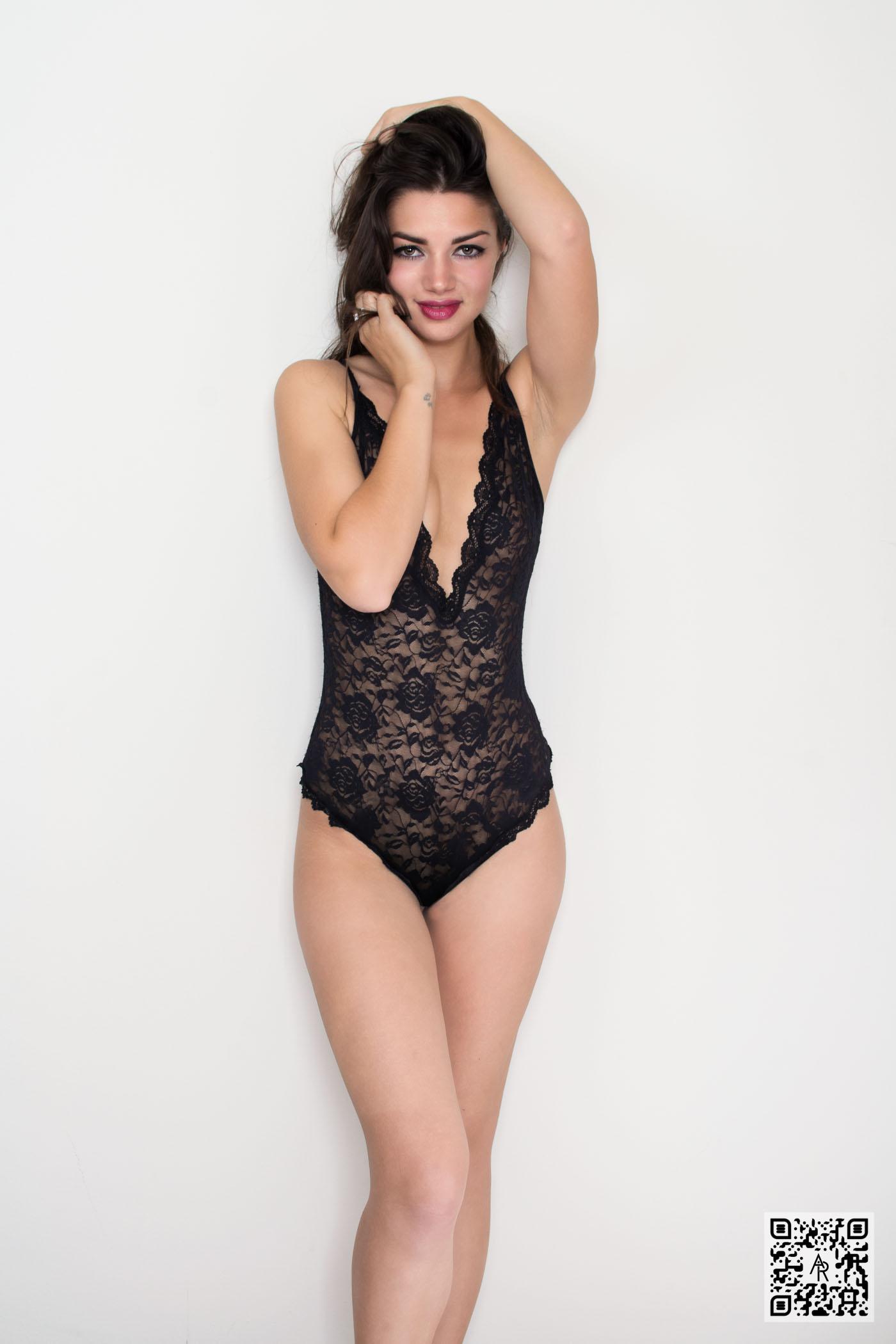 (M) Larisa C - Black Lace - Aaron Roberts Photographer