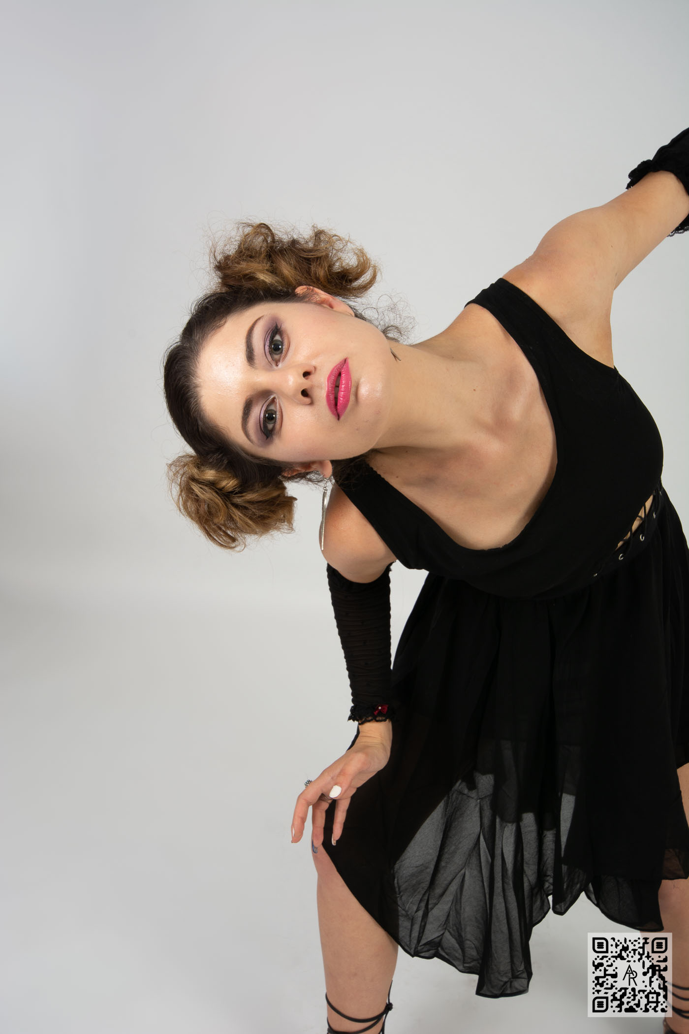 Monica Pop – Perform