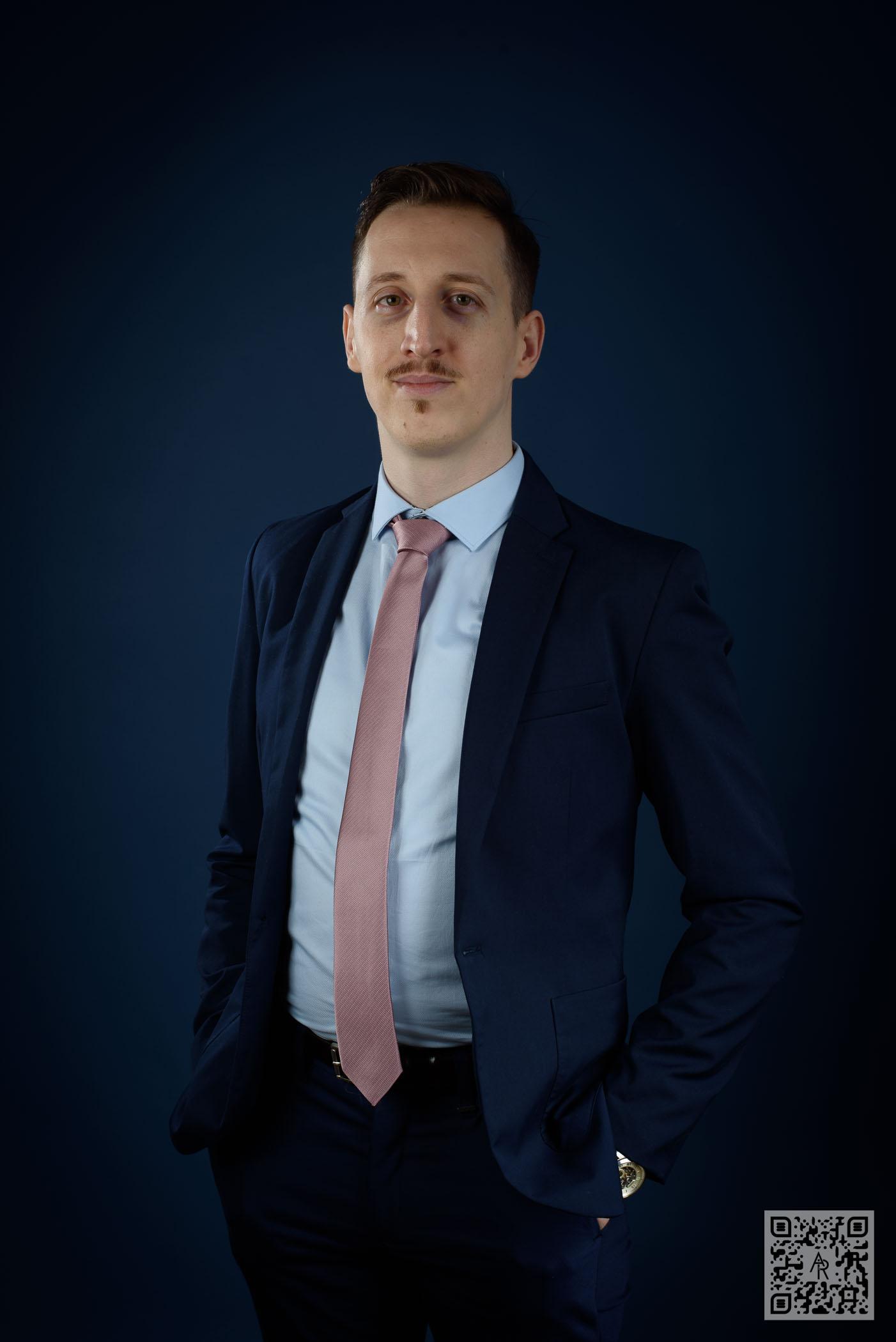 Stefan Bunazioiu – Suit Up